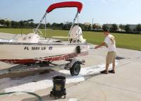 Marine_31_Boat_Washing_0271.jpg